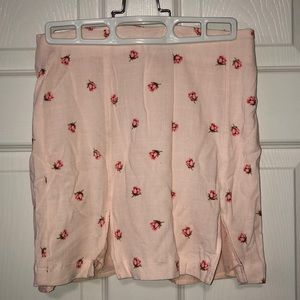 NWOT Floral mini skirt with slits